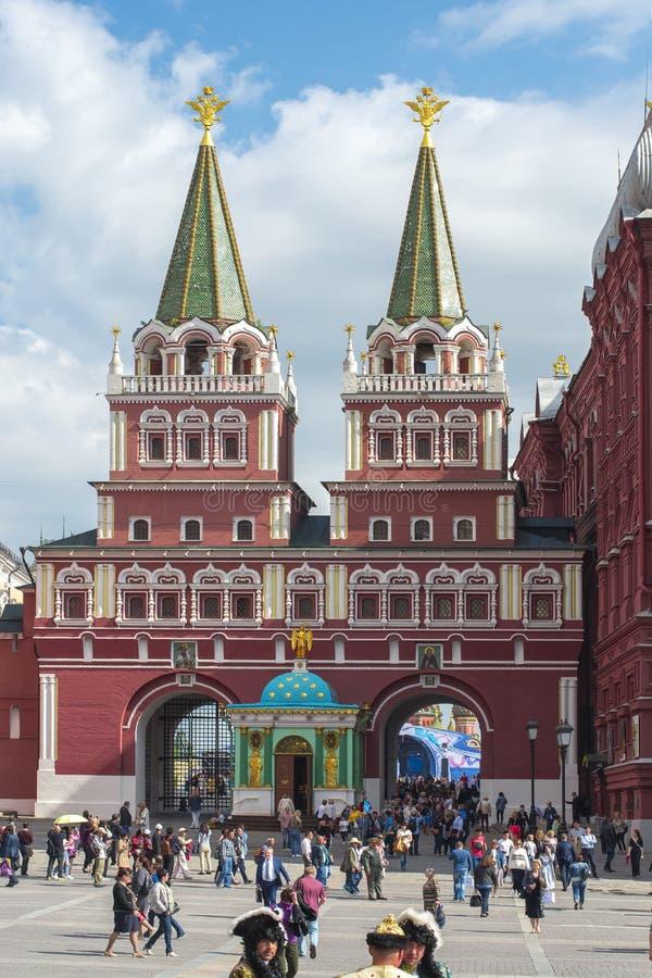 Puertas de Voskresenskie de la resurrección y capilla ibérica en el cuadrado rojo, Moscú, Rusia imagenes de archivo