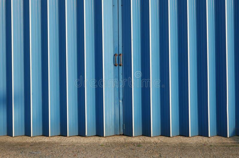 Puertas del almacén foto de archivo