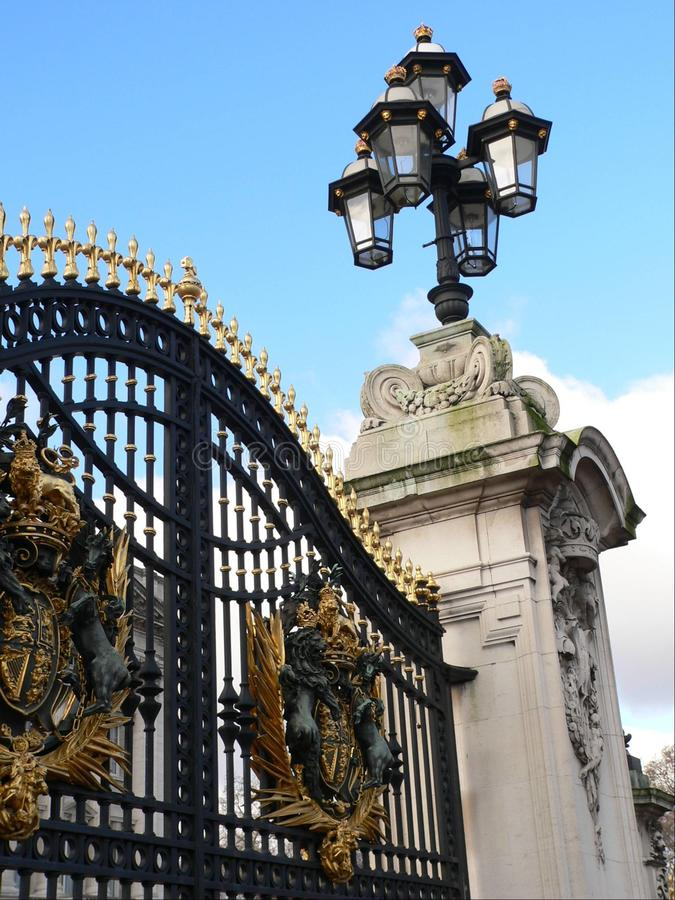 Puertas del Buckingham Palace. imagen de archivo