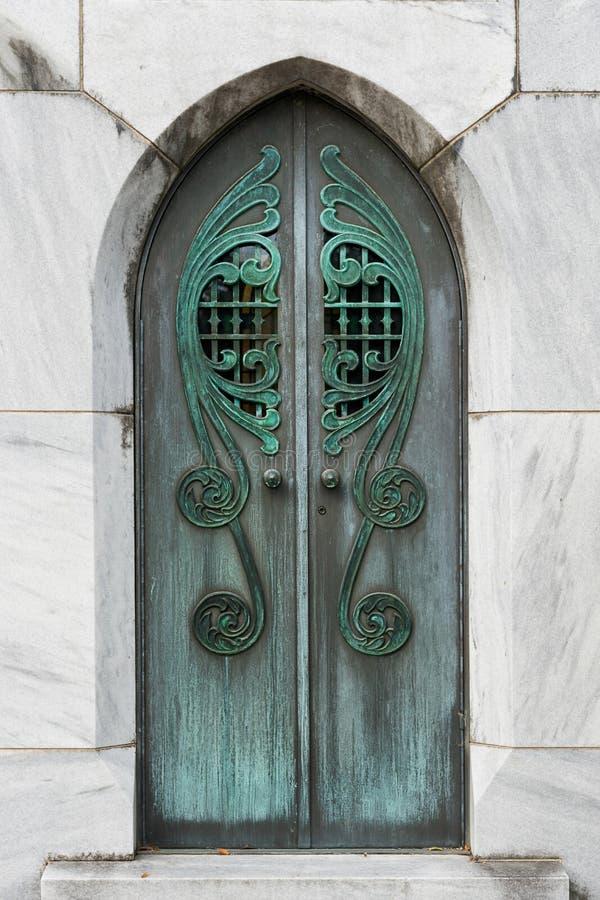 Puertas del mausoleo imagen de archivo