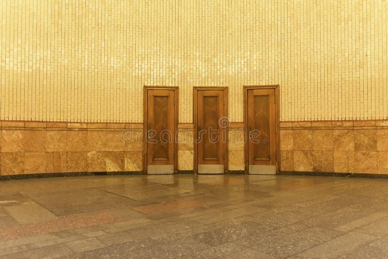 3 puertas del misterio imagen de archivo libre de regalías