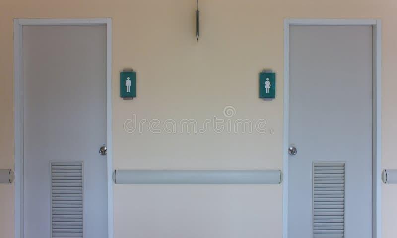 Puertas del retrete para el varón fotografía de archivo libre de regalías