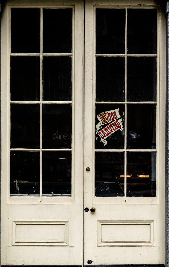 Puertas dobles antiguas fotografía de archivo