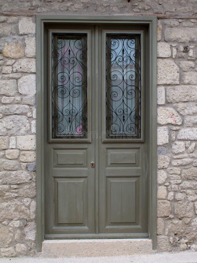 Puertas dobles del edificio elegante imágenes de archivo libres de regalías