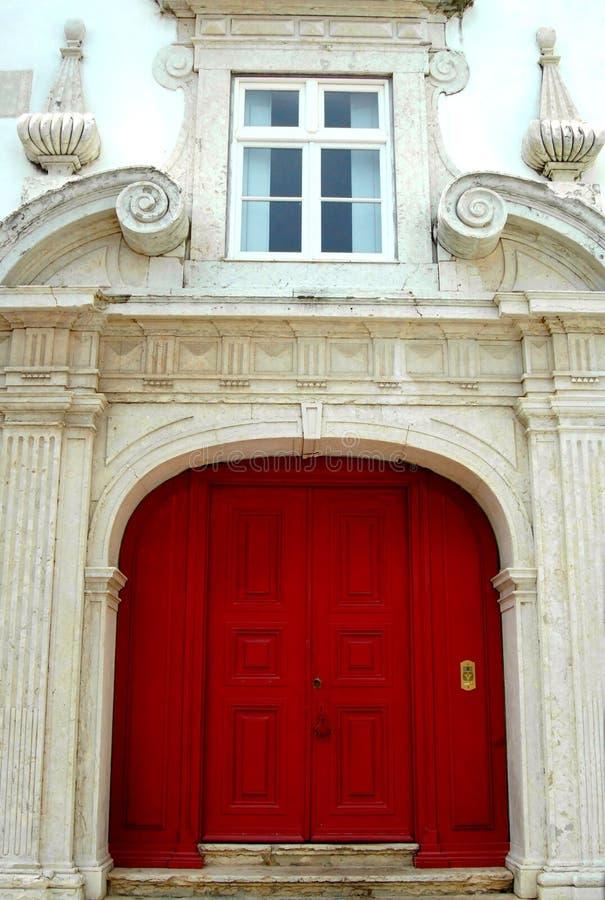 Puertas dobles rojas imágenes de archivo libres de regalías