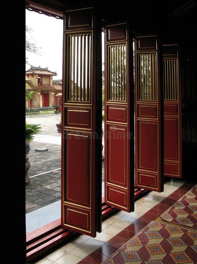 Puertas en la ciudad púrpura prohibida, tonalidad, Vietnam imágenes de archivo libres de regalías