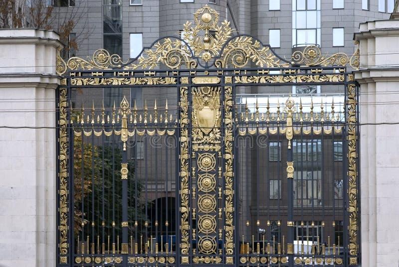 Puertas hermosas del goldem imagen de archivo libre de regalías