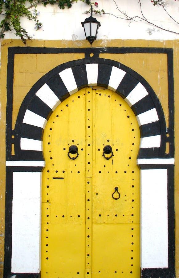 Puertas tunecinas amarillas imagen de archivo libre de regalías