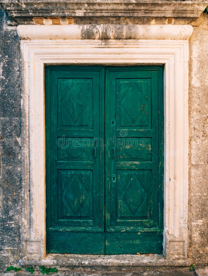 Puertas verdes textura de madera pintura lamentable - Pintura puertas madera ...
