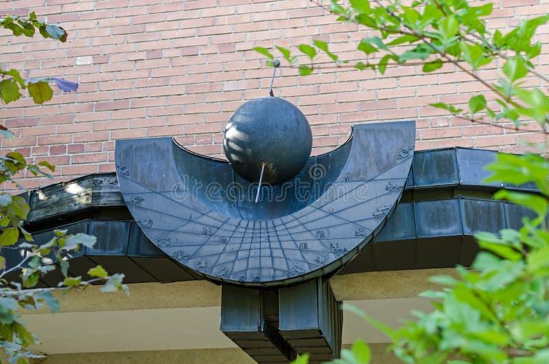 Puertas verticales en el edificio administrativo del observatorio de MolÄ—tai foto de archivo libre de regalías