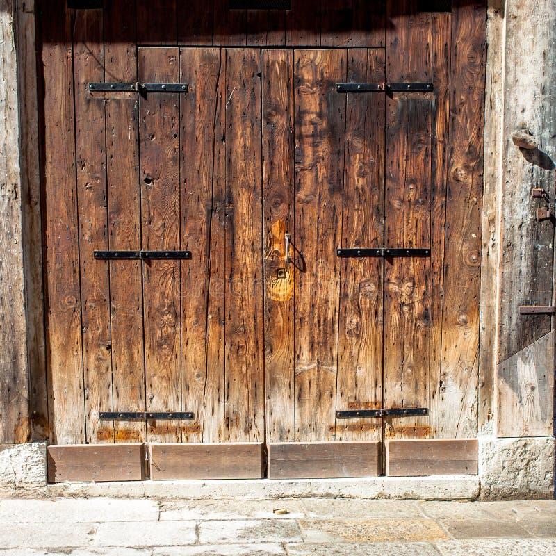 Puertas viejas envejecidas imagen de archivo imagen de for Puertas viejas