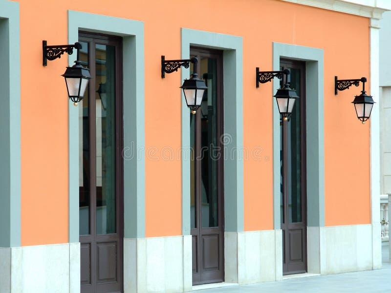 Puertas y lámparas fotos de archivo libres de regalías