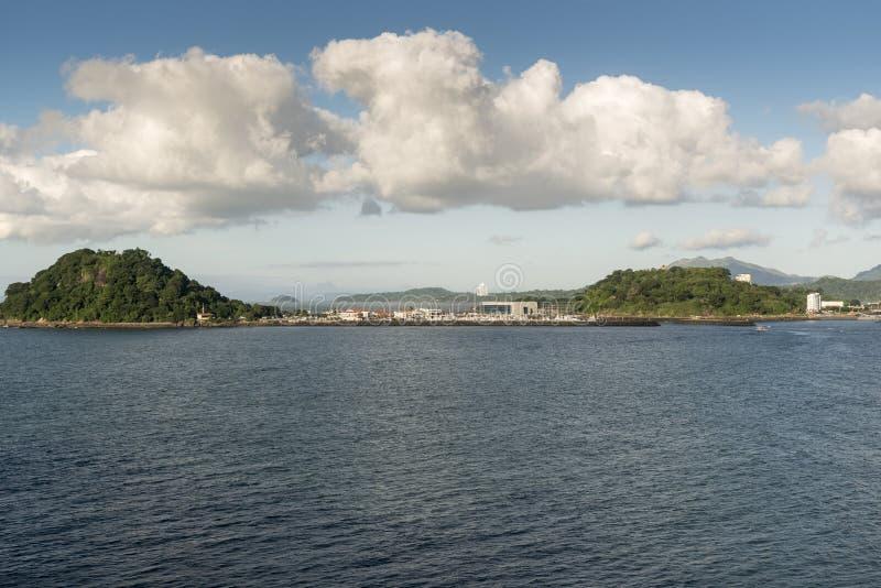 Puerto Amador marina från öprinsessan som ankras av Puerto Amador arkivbild
