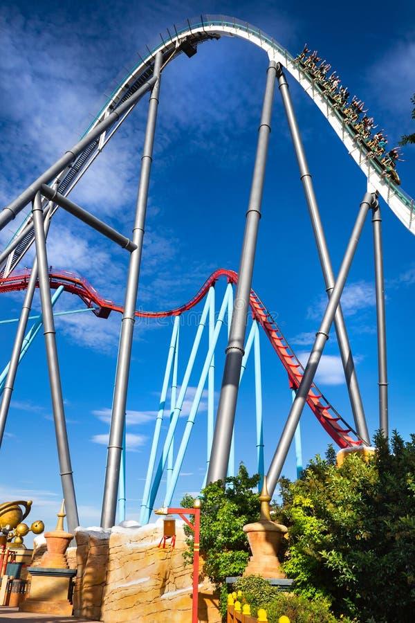 Puerto Aventura, roller coaster Shambhala y Dragon Khan del parque foto de archivo