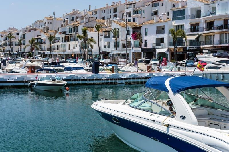 PUERTO BANUS ANDALUCIA/SPAIN - 26 MAI : Vue des bateaux dans le Har photos stock