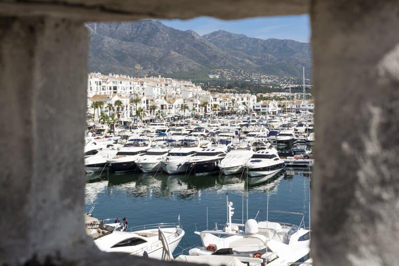 Puerto Banus de una opinión de la chimenea de Puerto Banus, fotografía de archivo libre de regalías