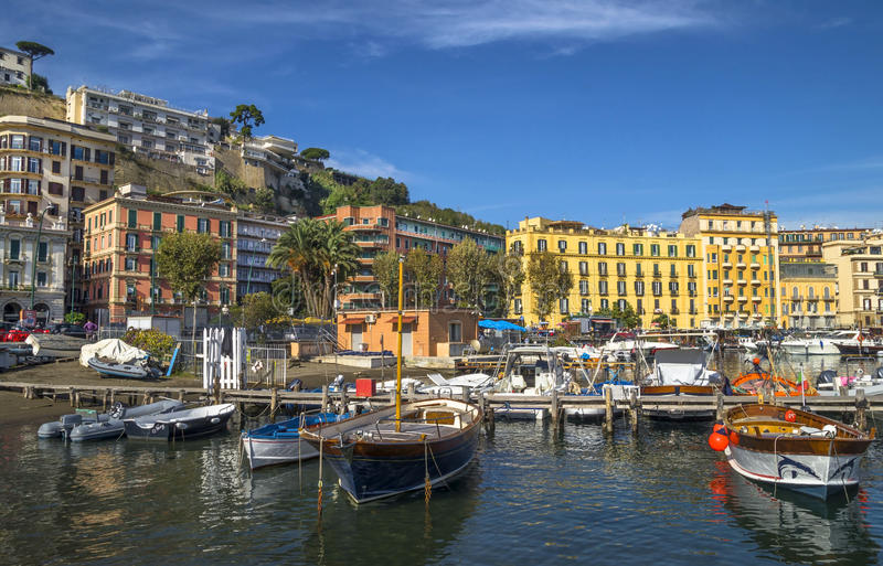 Puerto colorido de Nápoles foto de archivo libre de regalías