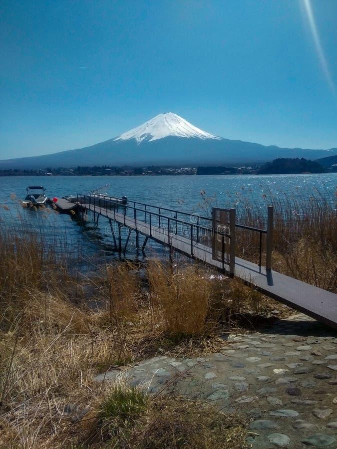 Puerto con el Mt fuji fotografía de archivo libre de regalías