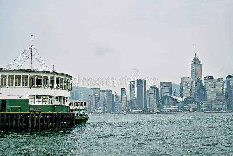 Puerto con Hong Kong Island Place fotos de archivo libres de regalías