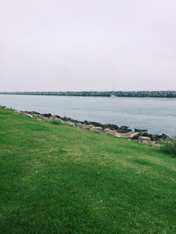 Puerto con la hierba en California fotografía de archivo