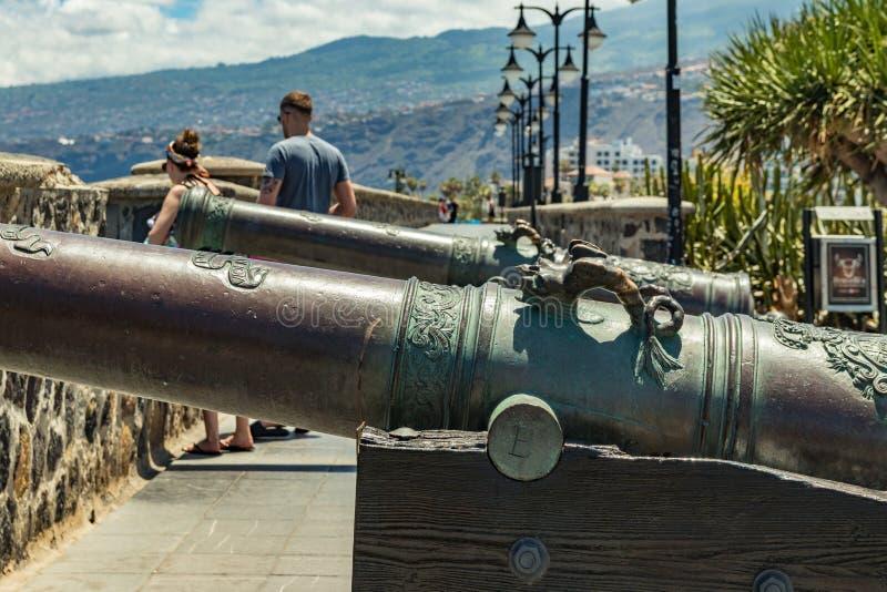 Puerto de Λα Cruz, Tenerife, Ισπανία - 10 Ιουλίου 2019: Ο παλαιός λιμένας της πόλης είναι ένα δημοφιλές τουριστικό αξιοθέατο και  στοκ φωτογραφίες