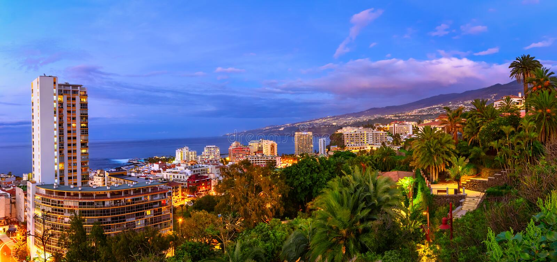 Puerto de Ла Cruz, Тенерифе, Канарские острова, Испания: Взгляд над th стоковое изображение