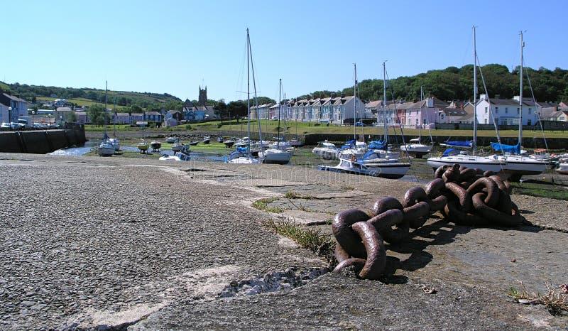Puerto de Aberaeron en julio fotografía de archivo