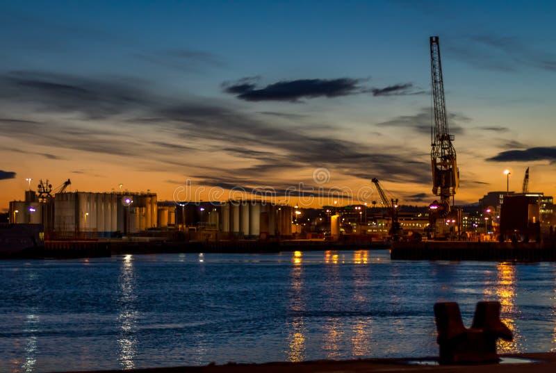 Puerto de Aberdeen en la oscuridad imagen de archivo libre de regalías