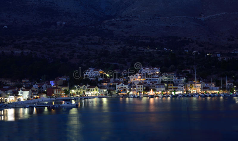 Puerto de Agia Efimia en la noche fotos de archivo