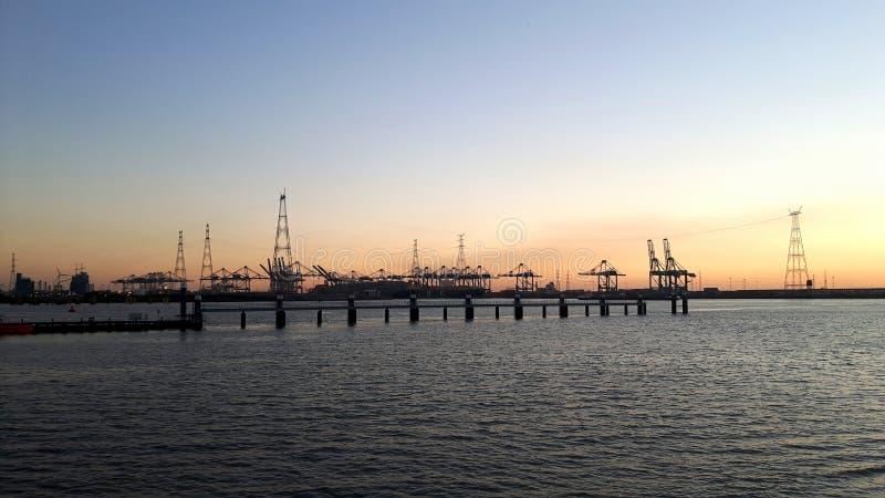 Puerto de Amberes en una tarde del verano foto de archivo libre de regalías