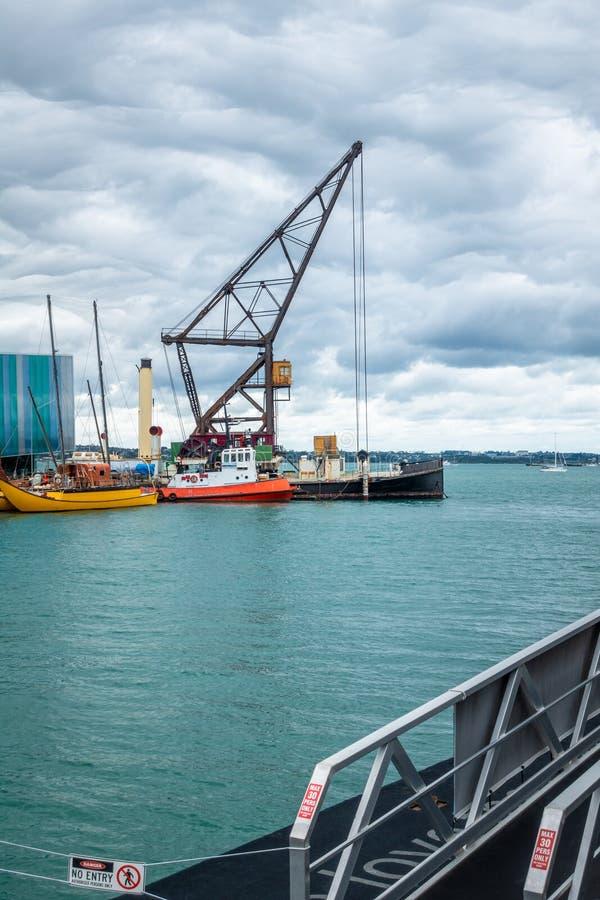 puerto de Auckland de la grúa imagen de archivo libre de regalías