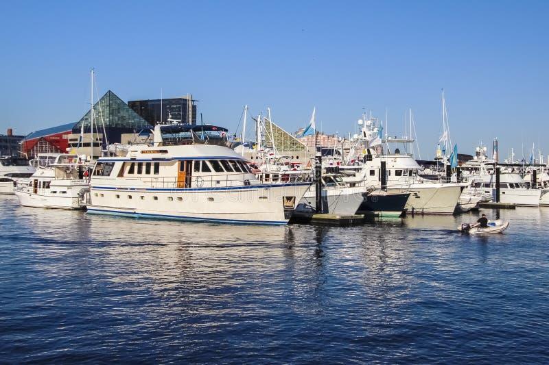Puerto de Baltimore con los barcos fotografía de archivo