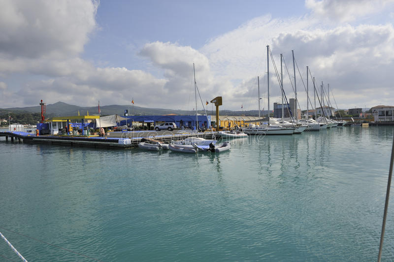 Download Puerto de Cala de medici foto de archivo. Imagen de edificio - 42441574