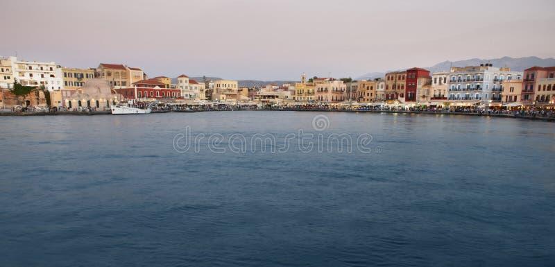 Puerto de Chania con los edificios antiguos de los venetians crete imagen de archivo libre de regalías
