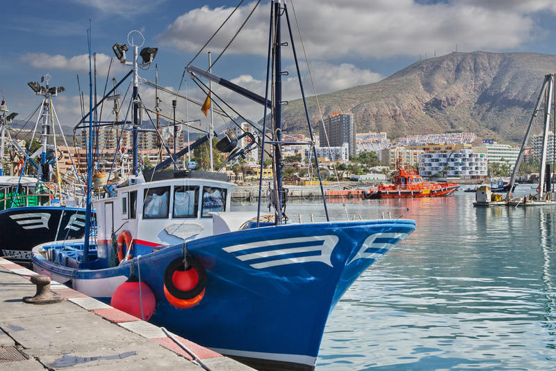 Puerto de ciudad del Los Cristianos, Tenerife Islas Canarias foto de archivo libre de regalías