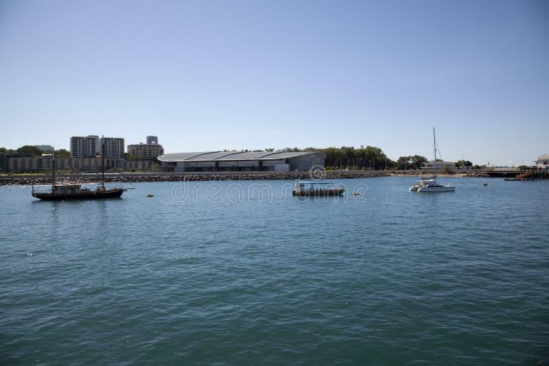 Puerto de Darwin con el centro de ciudad en fondo fotos de archivo libres de regalías