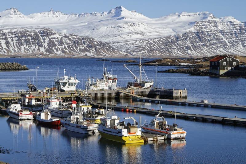 Puerto de Djupivogur imagen de archivo libre de regalías