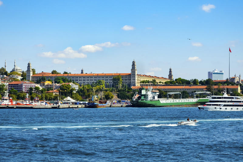 Puerto de Estambul, de Haydarpasa y construcción de los cuarteles de Selimiye fotos de archivo libres de regalías