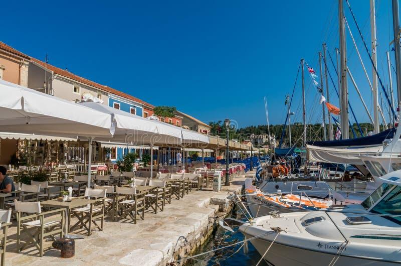 Puerto de Fiskardo en la isla de Kefalonia, Grecia fotografía de archivo
