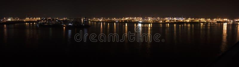 Puerto de Hamburgo en la noche imagen de archivo libre de regalías