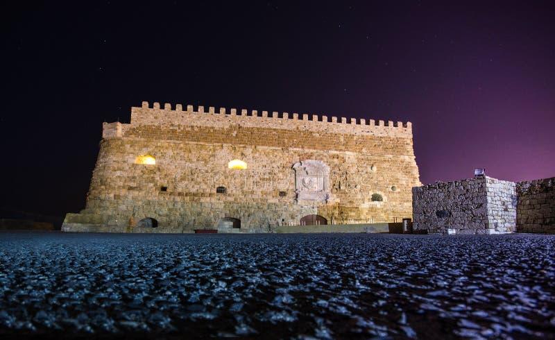 Puerto de Heraklion con el fuerte veneciano viejo Koule y los astilleros, Creta imágenes de archivo libres de regalías