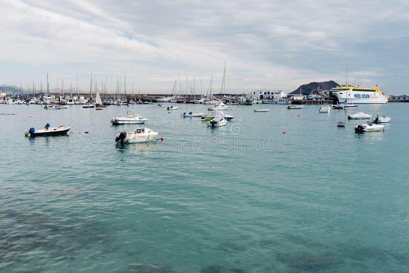 Puerto de la bahía de Corralejo foto de archivo