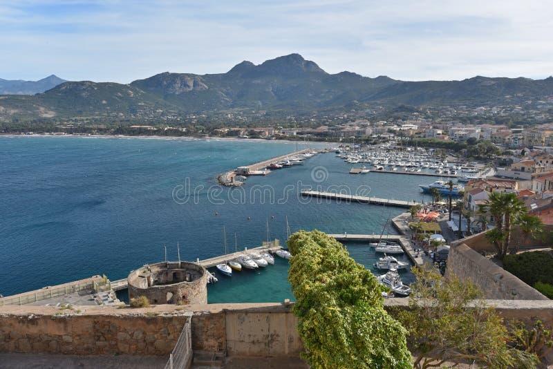 Puerto de la ciudad costera corsa Calvi fotografía de archivo