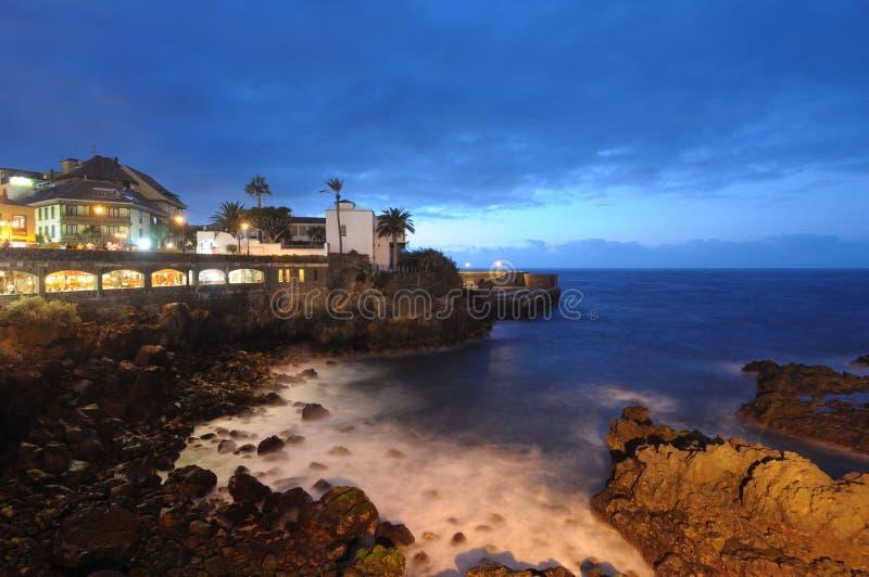 Puerto DE La Cruz bij nacht, Tenerife stock afbeeldingen