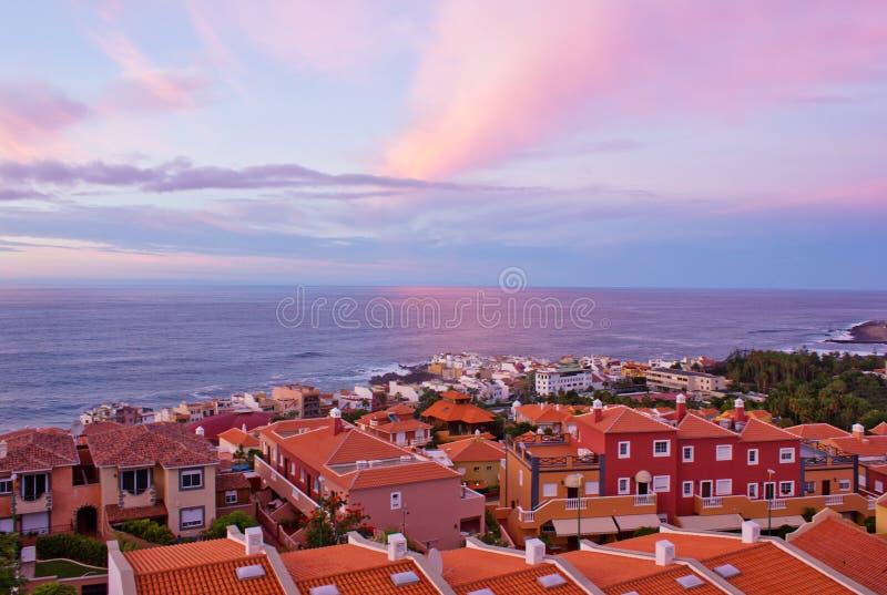 Puerto DE La Cruz bij zonsondergang, Tenerife, Spanje royalty-vrije stock afbeelding