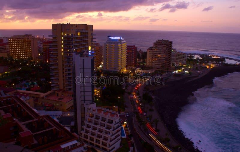 Puerto DE La Cruz bij zonsondergang, Tenerife, Spanje stock foto