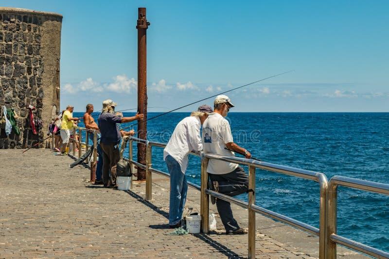 2019-01-12, Puerto de la Cruz, Santa Cruz de Tenerife De haven van Puerto de la Cruz is een populaire toeristische attractie en e royalty-vrije stock afbeelding