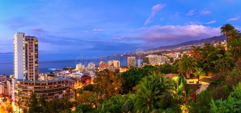 Puerto de la Cruz, Tenerife, Canarische Eilanden, Spanje: Mening over Th stock afbeelding