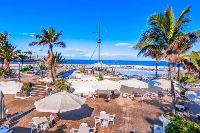 Puerto de la Cruz, Tenerife, Ilhas Canárias, Espanha: Belamente associações Lago Martianez da água salgada fotografia de stock royalty free