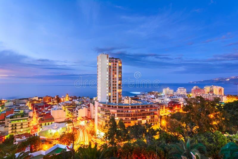 Puerto De La Cruz, Tenerife, wyspy kanaryjska, Hiszpania: Widok nad th obrazy stock